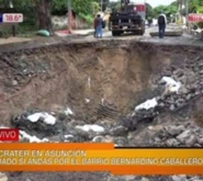 El padre de los baches: Apareció un cráter de 8 metros en Asunción