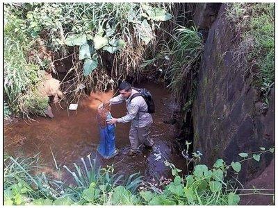 Van a arreglar y proteger a la Virgen encontrada en arroyo