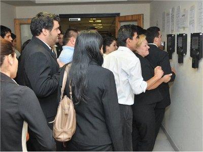 Más de 100 funcionarios no tienen funciones en Cámara de Diputados