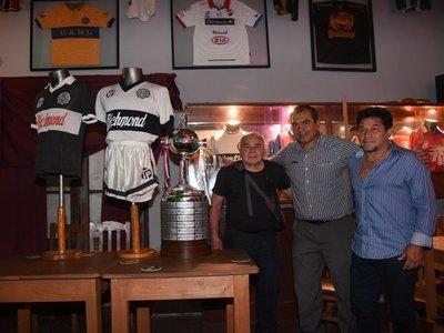 Campeones del 90 celebraron un aniversario más de la segunda Copa