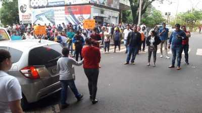 Paseros se manifiestan y exigen destitución de funcionarios de Aduana