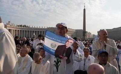 Papa Francisco declaró santos al mártir Óscar Romero y a otros seis religiosos