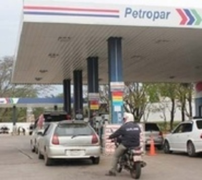Transportistas exigen que se revierta aumento del combustible