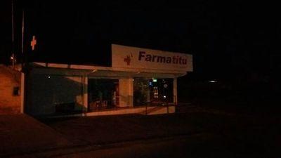 Presuntos motochorros asaltan una farmacia en Lambaré