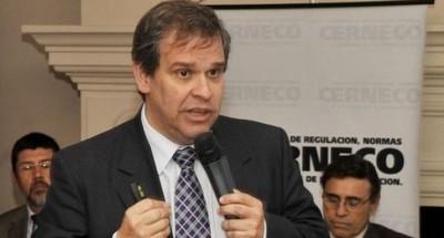 "Dólar ""flota"" a niveles razonables, dice el exministro Manuel Ferreira"