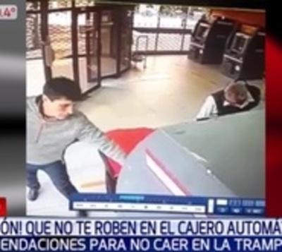 Ojo con esta forma de robar en cajeros que se utiliza en otros países