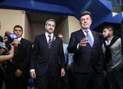 Presidente visita a las autoridades del Partido Liberal en su sede