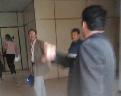 Rudo enfrentamiento entre abogados de invasores y defensores de las propiedades