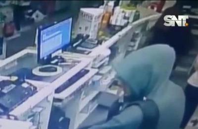 Asaltaron una farmacia en pocos segundos