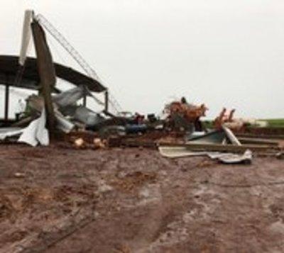 Tormenta con vientos de 84 km/h causó destrozos en el Sureste del país