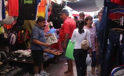 HOY / El Mercado 4 vende poco y comerciantes sufren durante los fines de semana lluviosos