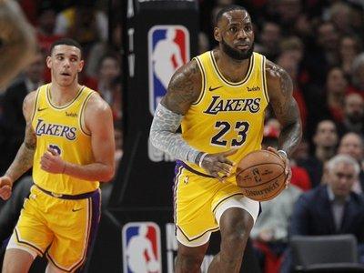 James debuta con derrota de Lakers