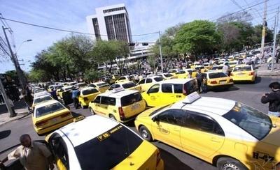 """HOY / Taxistas atacan a """"competencia deseal"""" y presentan denuncia contra MUV y UBER"""