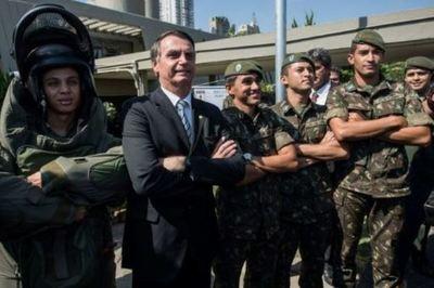 Los militares a un paso del poder en Brasil, pero esta vez por vía electoral