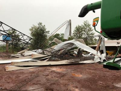 Tormenta causa destrozos  en varios puntos del país