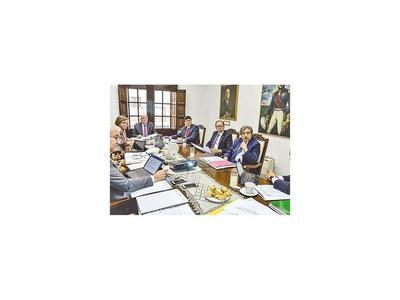 RREE: Junta de calificaciones se reúne a puertas cerradas
