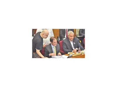 Rasmussen advierte que hay trabas para juicio a ministros