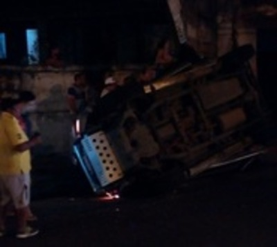 Camioneta vuelca y deja cinco heridos en Asunción