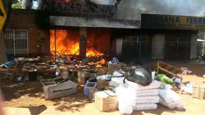Incendio sobre la avenida Perú