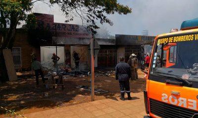 Fuego consume un local comercial y pérdida es millonaria