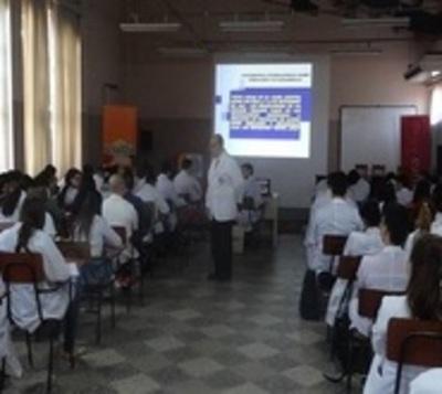 Medicina UNA recibe importante acreditación internacional