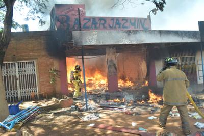 Incendio consumió  un local comercial