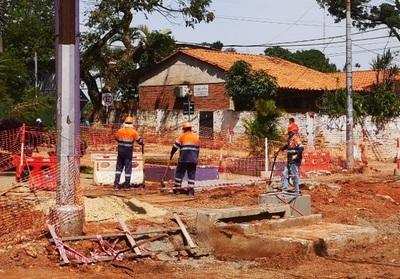 Con palas y sin maquinarias, funcionarios de Mota Engil operan en zona de obras