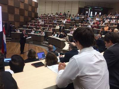 Exministra de Ecuador destaca debate promovido en Paraguay para una transformación educativa