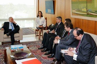 Avanza negociación para construcción de puentes con Brasil