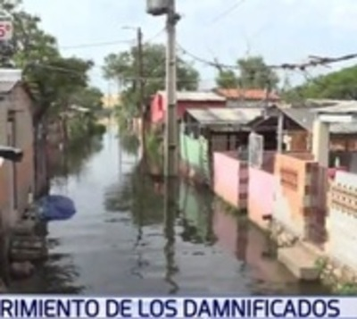 Rescatan a familias de Chacarita