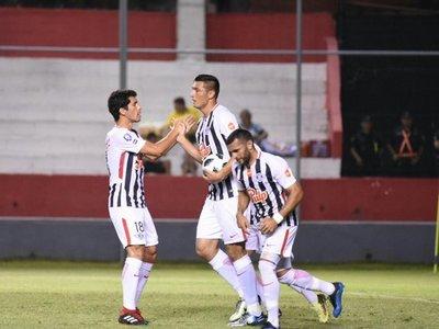 Libertad remonta ante el Independiente y festeja