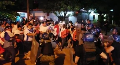 Policía reprimió a manifestantes en Concepción