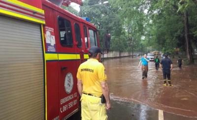 """Quince vehículos quedaron bajo agua en """"Lago del CRECE"""""""