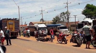 Motociclista muere arrollado por transganado