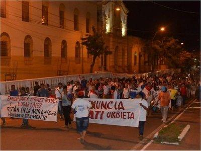 Nueva movilización y más escraches por la renuncia de intendente