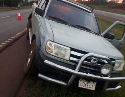 Abandonan vehículo baleado en Yguazú