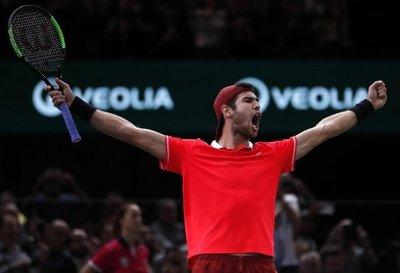 Sorprende a Djokovic y conquista París