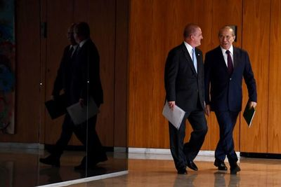 Bolsonaro inicia transición en Brasilia