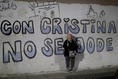 Acorralada por jueces, Fernández se fortalece en Argentina
