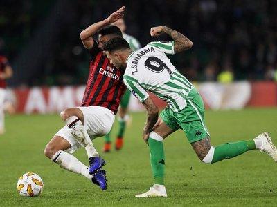 Betis y Milan empatan y dejan apretada la clasificación