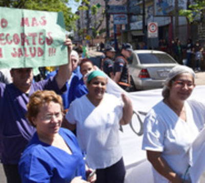 Funcionarios de Clínicas ya no estarán en huelga tras acuerdo