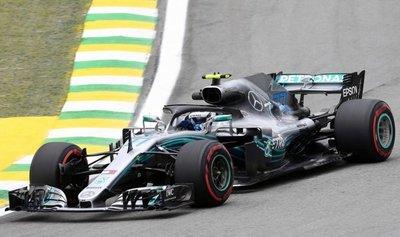 Bottas, por delante de Hamilton en Brasil