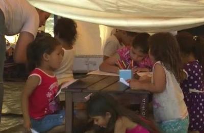 Instalan carpa para atender a niños desplazados por las lluvias