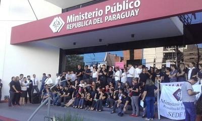 Funcionarios fiscales advierten que endurecerán la huelga