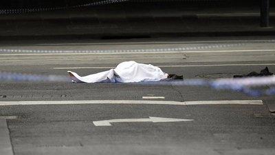 Yihadista asesina a un hombre plena calle