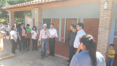 Inauguran pabellón escolar que construyó la comunidad
