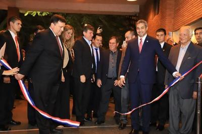 Presidente Abdo Benítez encabezó inauguración de la Expo Madera