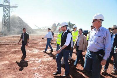 Abdo Benítez verifica obras de corredor de exportación agrícola