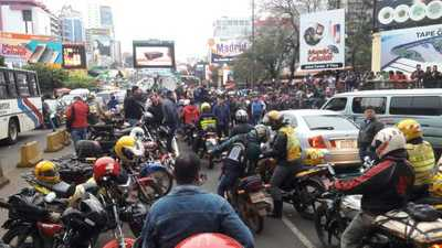 Violenta protesta de paseros evidencia el lucrativo negocio del contrabando