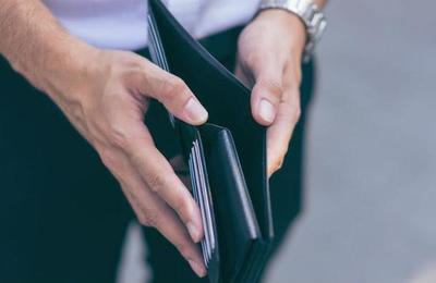 Estudio asegura que las personas egoístas tienen menos hijos y ganan menos dinero